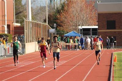 Travis Thomas 400m finish
